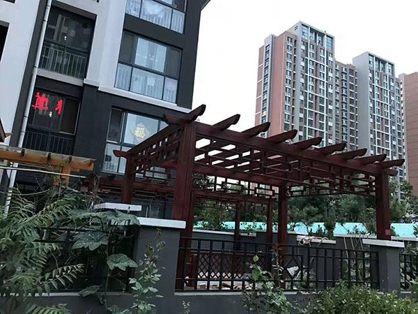 凤凰城庭院防腐木